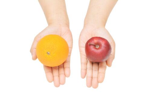 apple-orange-in-hands