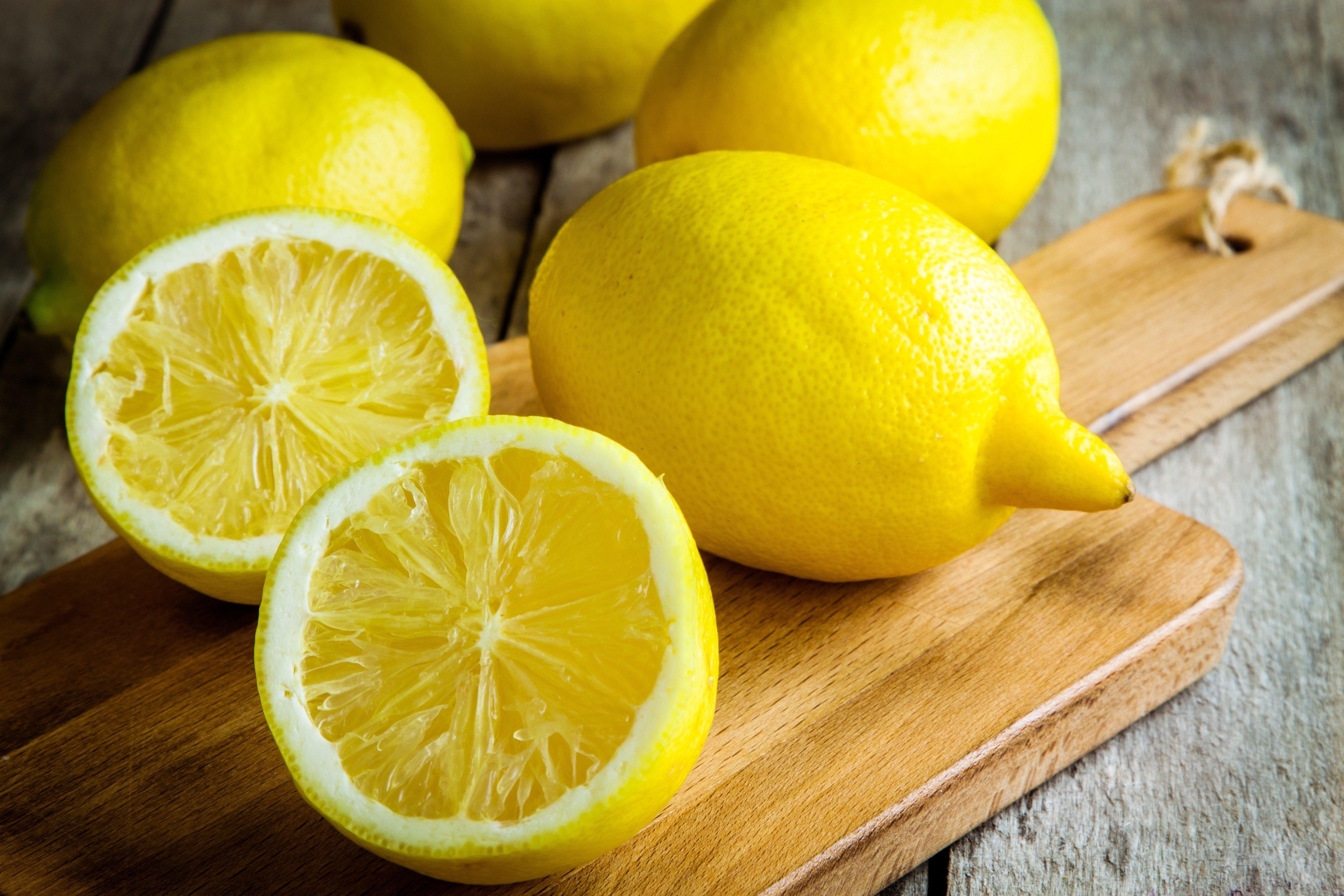 lemons-on-cutting-board
